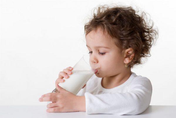 можно ли давать молоко ребенку при температуре