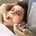 У ребенка растет температура после удаления зуба: причины и последствия