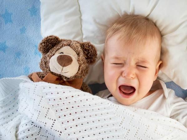 Заметила что это часто бывает связано с тем что мы вместе сходим в магазин, или ребенок пропустит дневной сон… пока не уверена, но надеюсь, причина именно в перевозбуждении.