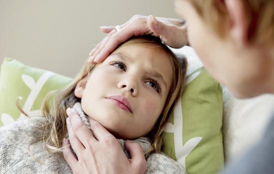 у ребенка болит шея сзади и температура
