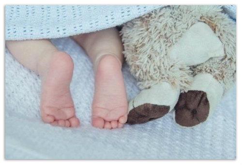почему у ребенка холодные руки и ноги при нормальной температуре