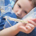 У ребенка 3 дня держится повышенная температура 38: как быть и чем лечить