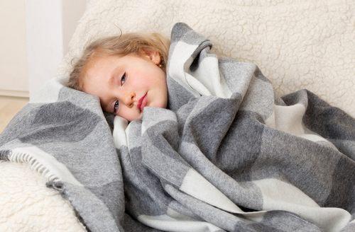 температура 37 держится неделю у ребенка причины
