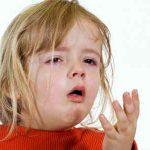 У ребенка симптомы кашля с повышенной температурой 37: причины и лечение