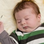 при температуре ребенок вздрагивает во сне