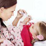 Нужно ли укрывать ребенка при возникновении у него высокой температуры?