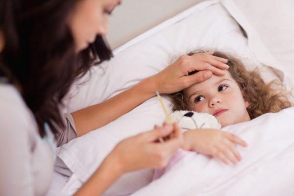 чем лечить ребенка при простуде с температурой