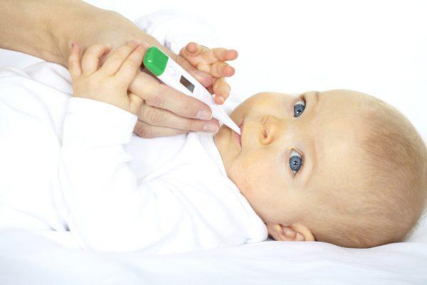 у месячного ребенка температура 37