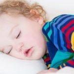 Почему после сна у ребенка повышается температура