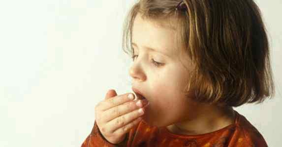 лающий кашель с температурой у ребенка чем лечить