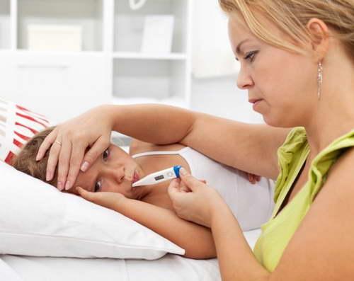 каждые 4 часа поднимается температура у ребенка