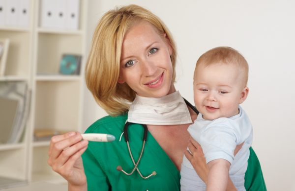 у ребенка температура после прививки акдс