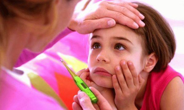 у ребенка болит голова и температура