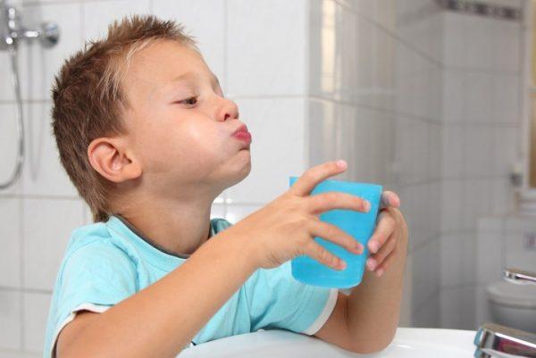 красное горло у ребенка и температура